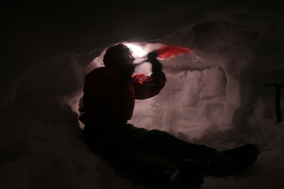 Winter skills - Digging a Snow-hole